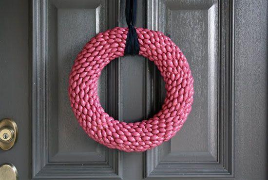 Красив декоративен венец на вратата