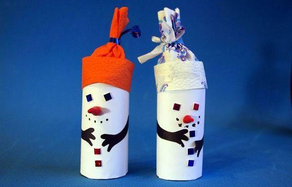 Прости занаяти за снежни човеци, направени от хартия