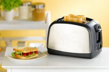Добър тостер в домашната кухня