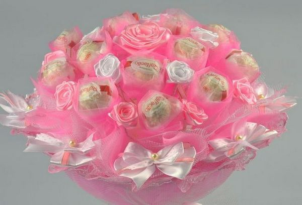 Букет от сладкиши - красива и вкусна