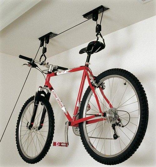 Как да се мотае велосипед до тавана на скоби