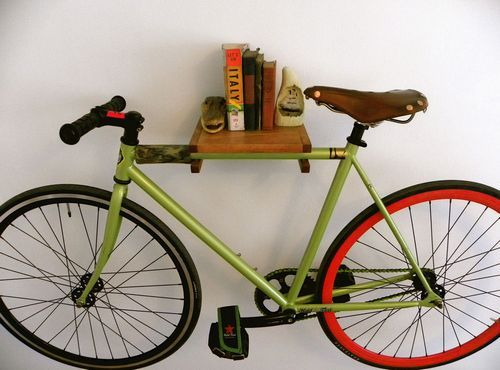 Как да се мотае велосипед на стената със закопчалка