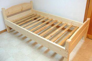 Домашно дървено легло