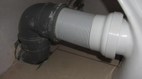 Свързване на тоалетна чиния с канализационна тръба
