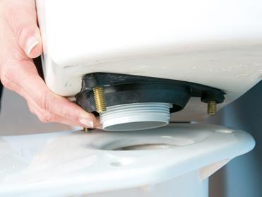 Монтиране на резервоара за промиване на тоалетна чиния
