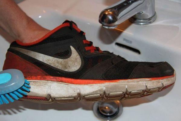 В особено пренебрегвани случаи обувките трябва да бъдат напоени