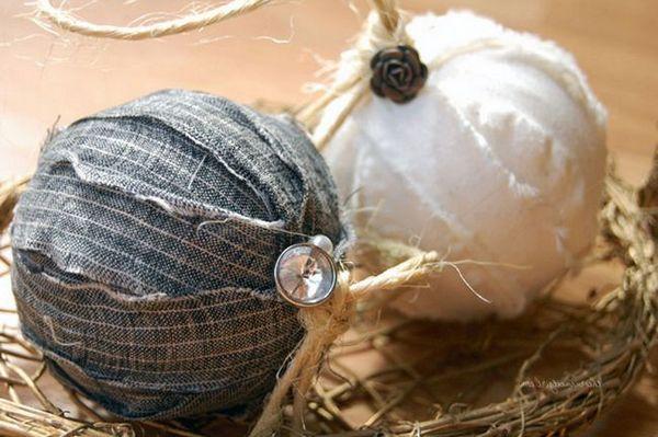 Декориране на новогодишна топка с плат