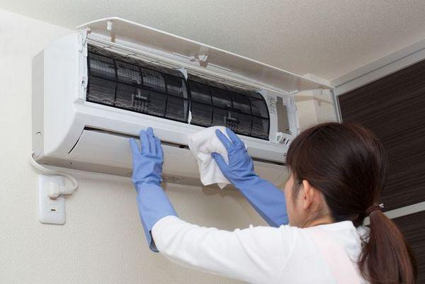 Трябва да се извършва често мокро почистване, за да се подобри качеството на въздушния обмен