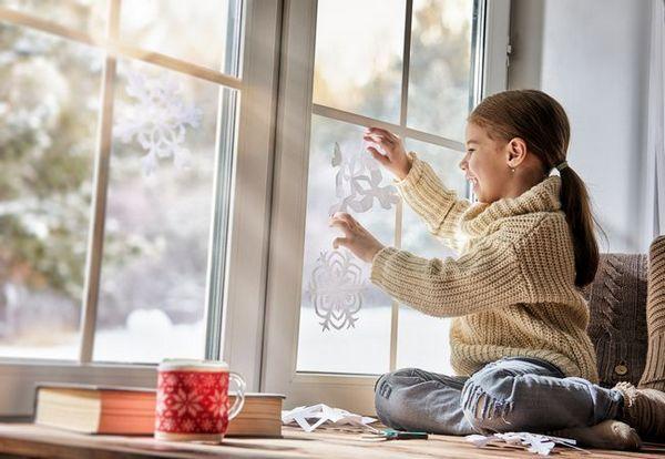 Декорация на прозорци със снежинки