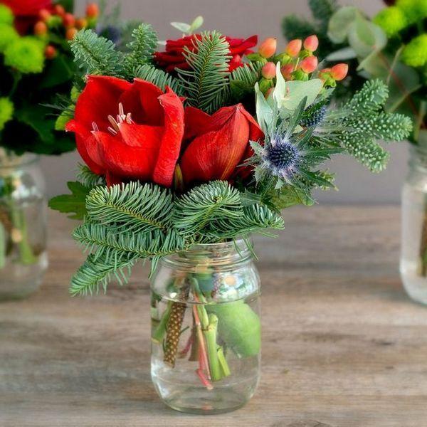 Декорация на смърчов букет от цветя