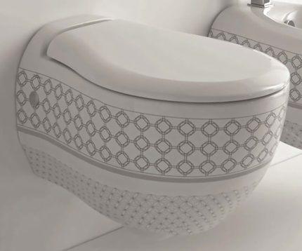 Порцеланова тоалетна с допълнителен шаблон