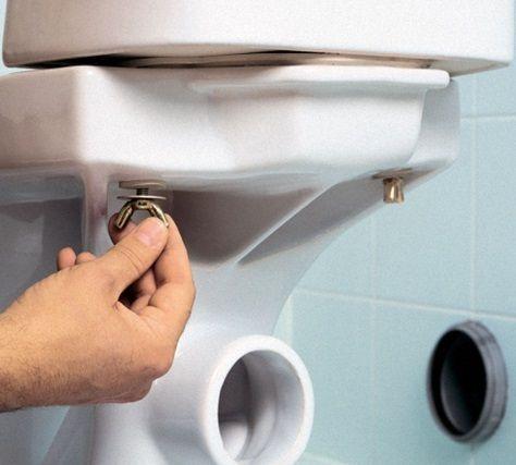 Елементи за фиксиране на седалката към тоалетната