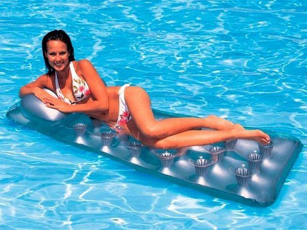 Надуваеми плувни матраци