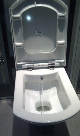 Обща тоалетна с функция биде