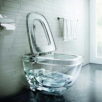 Необичайна стъклена тоалетна чиния