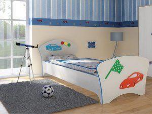 Леглото е основното обзавеждане в стаята