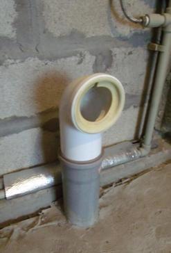Изпускане на канализационната тръба до тоалетната чиния