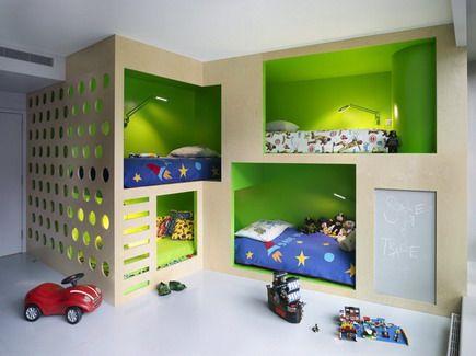 Интегрирани мебели в малка детска стая