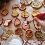 Снимка 28: Изработване на играчки от коледни елхи от плодове
