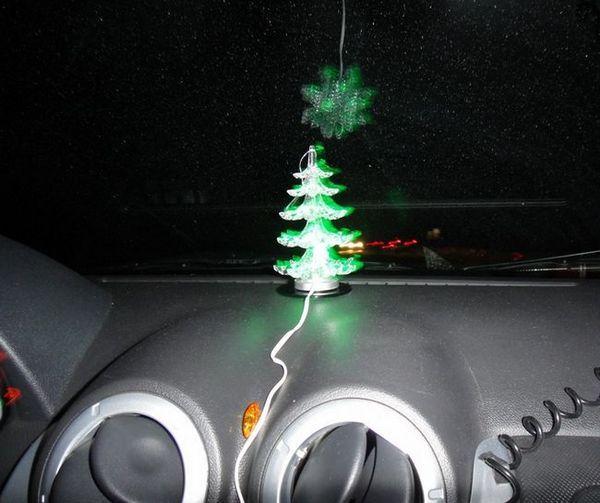 Аксесоар-коледно дърво в колата