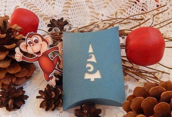 Обикновено опаковане за подарък за Нова година