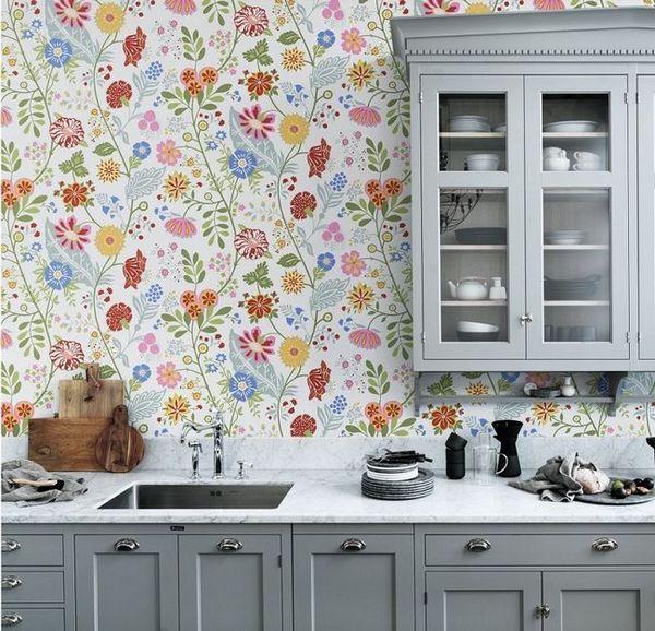 Цветен тапет в кухнята