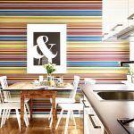 Снимка 65: Цветна хоризонтална ивица тапет в кухнята