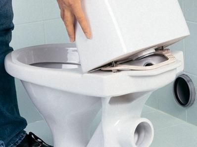 Печат между купа и тоалетната чиния