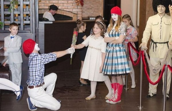 Сцена-пантомим на 8 март