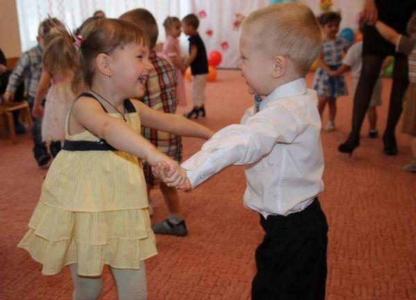 Господар и джентълмен танцуват