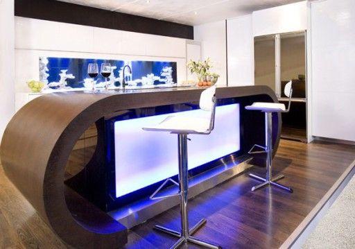 Друг важен декоративен елемент на кухнята е остров с вграден екран и фоново осветление