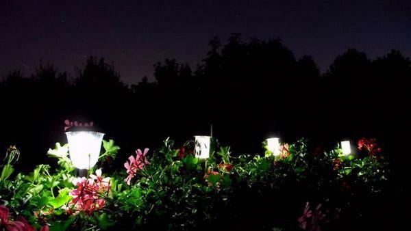 Градинско осветление от слънчеви светлини