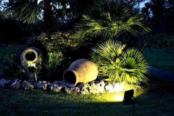 Слънчево осветление на градинските елементи