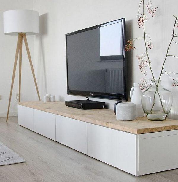 Стенен декор близо до телевизора
