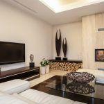 Снимка 68: Разположение на камината и телевизора на перпендикулярни стени