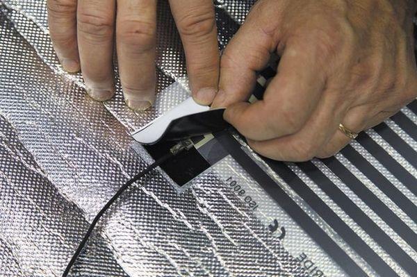Монтирането на филмовото подово отопление се предоставя на домашния майстор