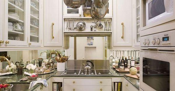 Дизайнерски проекти на кухня от 12 м2 в класически стил