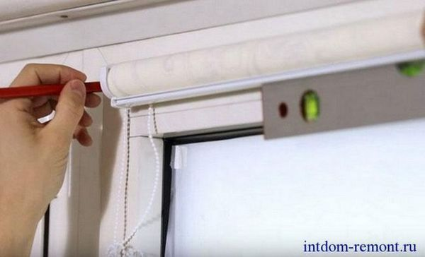 Монтаж на ролетни щори на пластмасови прозорци