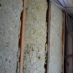 Снимка 2: Използването на минерална вата за изолацията на рамката