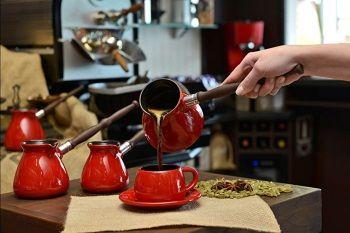 Как да направите кафе в индукционна готварска печка?