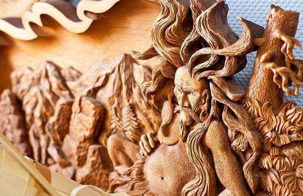 Релефно изрязване върху дърво