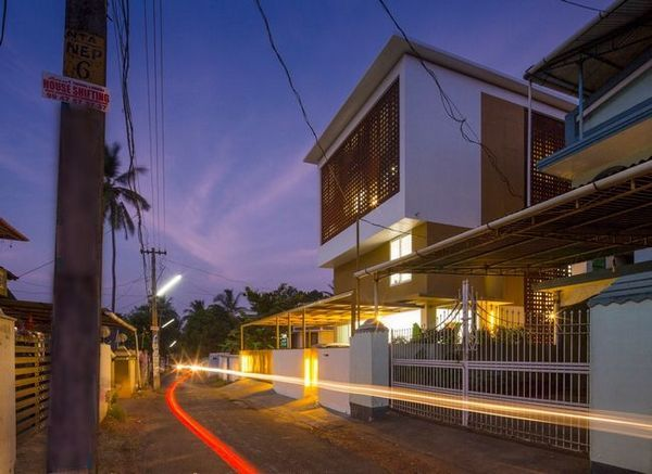 Великолепна къща с покрито атриум