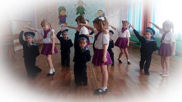 Видове празнични танци на 23 февруари за деца