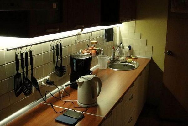 Всички нюанси на организиране на осветлението на работното място в кухнята