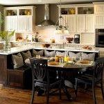 Снимка 19: Кръгла маса в вградената кухня
