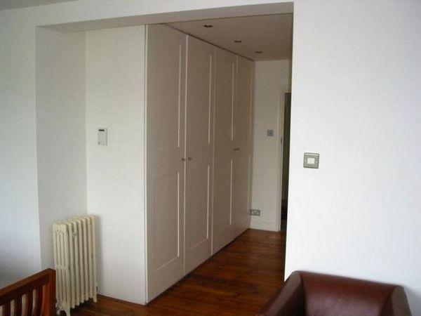 Вграден гардероб в бяло