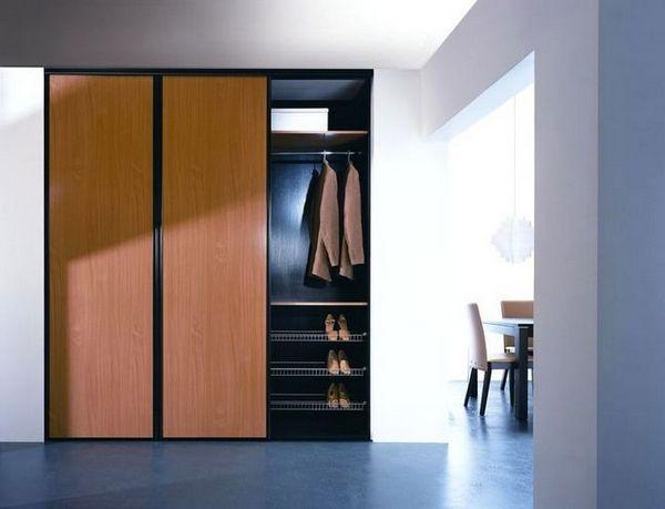 Входно антре с вграден гардероб