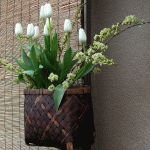 Снимка 45: Подреждане на цветята за 8 март