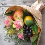 Снимка 60: Букет цветя от плодове
