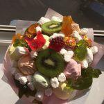 Снимка 77: Букет от сладкиши и плодове